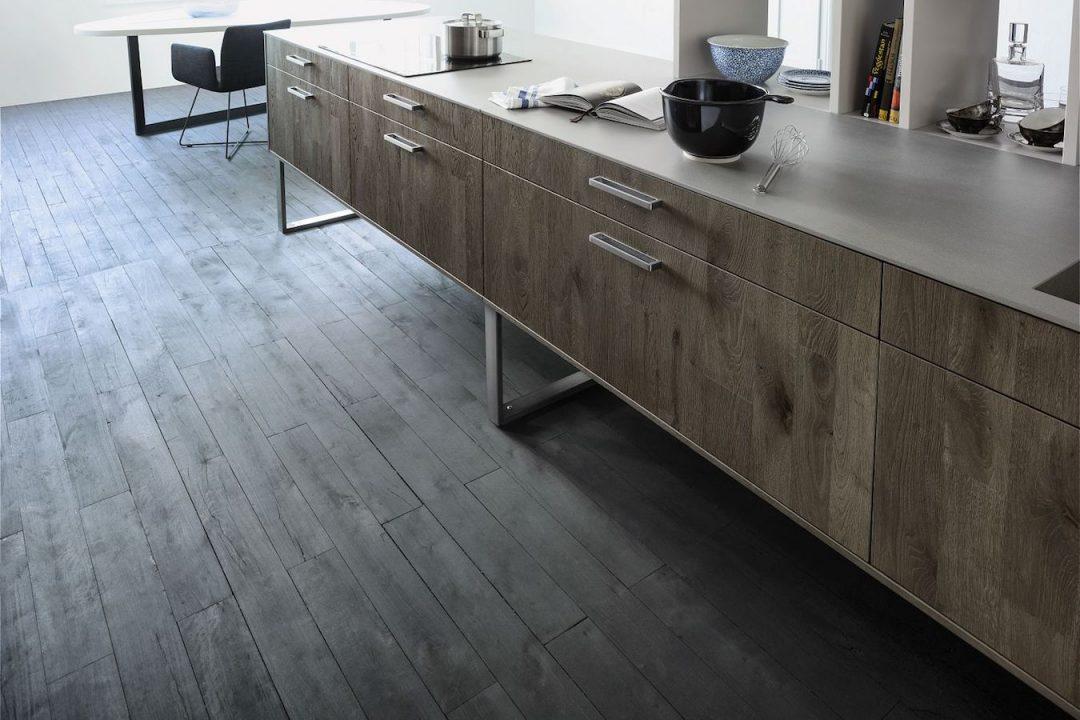 Küchenstudio Bingel Bad Ems Holz grau Arbeitsfläche - Parkettboden