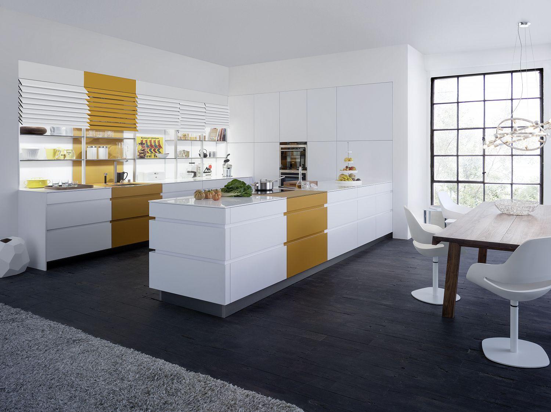 Küchenstudio Bingel - Lebensraum Küche - kreativ - weiß goldgelbe Akzente - helle Wohnküche