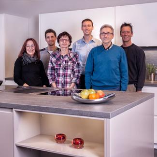 Küchenstudio Bingel Team Mitarbeiter - Foto in der Küche