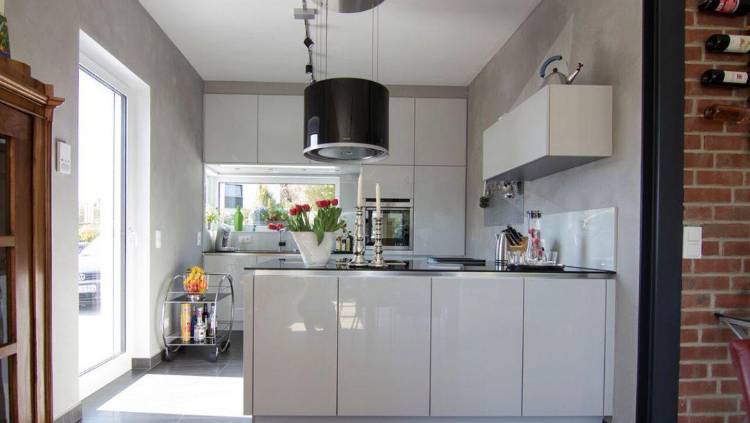 Küchenstudio Bingel - Küche Echtlack in lichtgrau Hochglanz - komplett - Kücheninsel Küchenzeile
