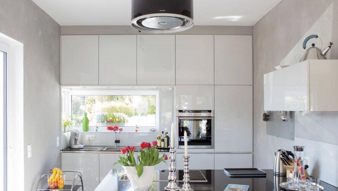 Küchenstudio Bingel - Küche Echtlack in lichtgrau Hochglanz - hell