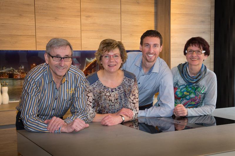 Küchenstudio Bingel&Klein Foto Team Mitarbeiter in der Küche