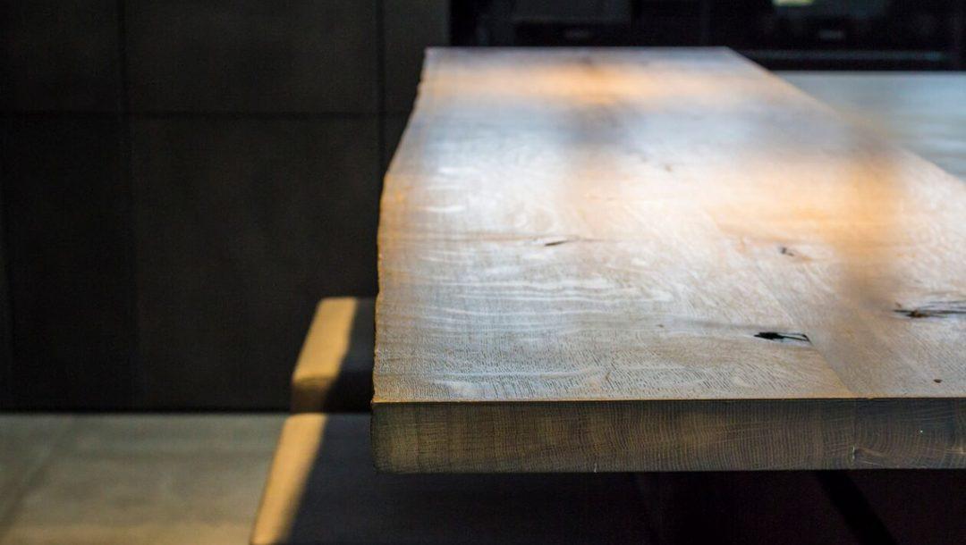 Küchenstudio Bingel Beton Stahl Naturholztisch massiv Schatten