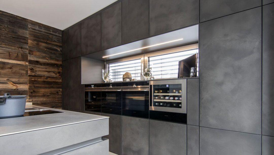 Küchenstudio Bingel Küche dunkelgrau Beton Stahl Rheinkultur - Perspektive rechts