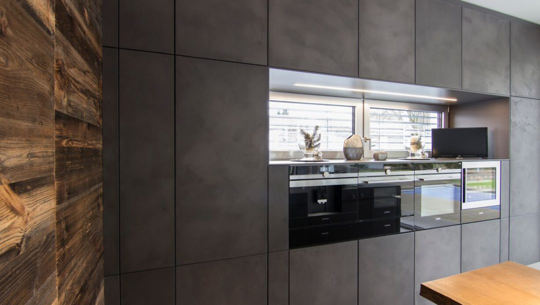 Küchenstudio Bingel Küche dunkelgrau Beton Stahl Rheinkultur - Perspektive links