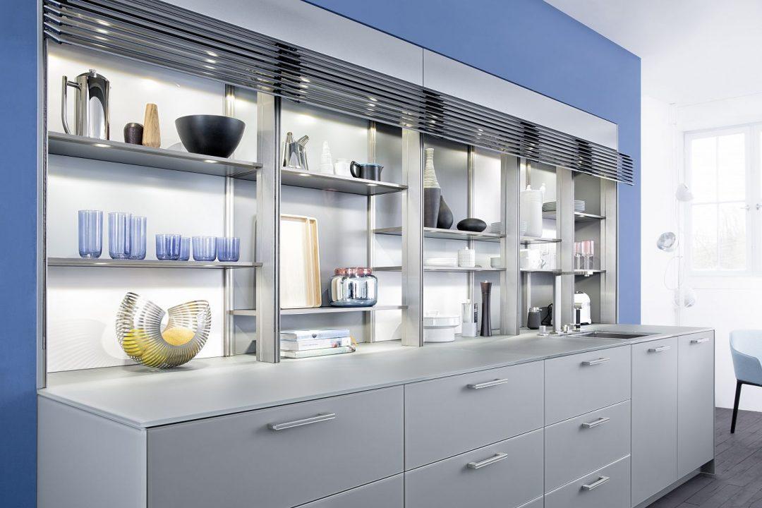 Küchenstudio Bingel Bad Ems graue Küche blaue Wand - Küchenzeile